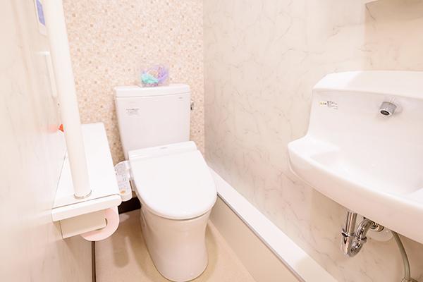 検査用トイレ内
